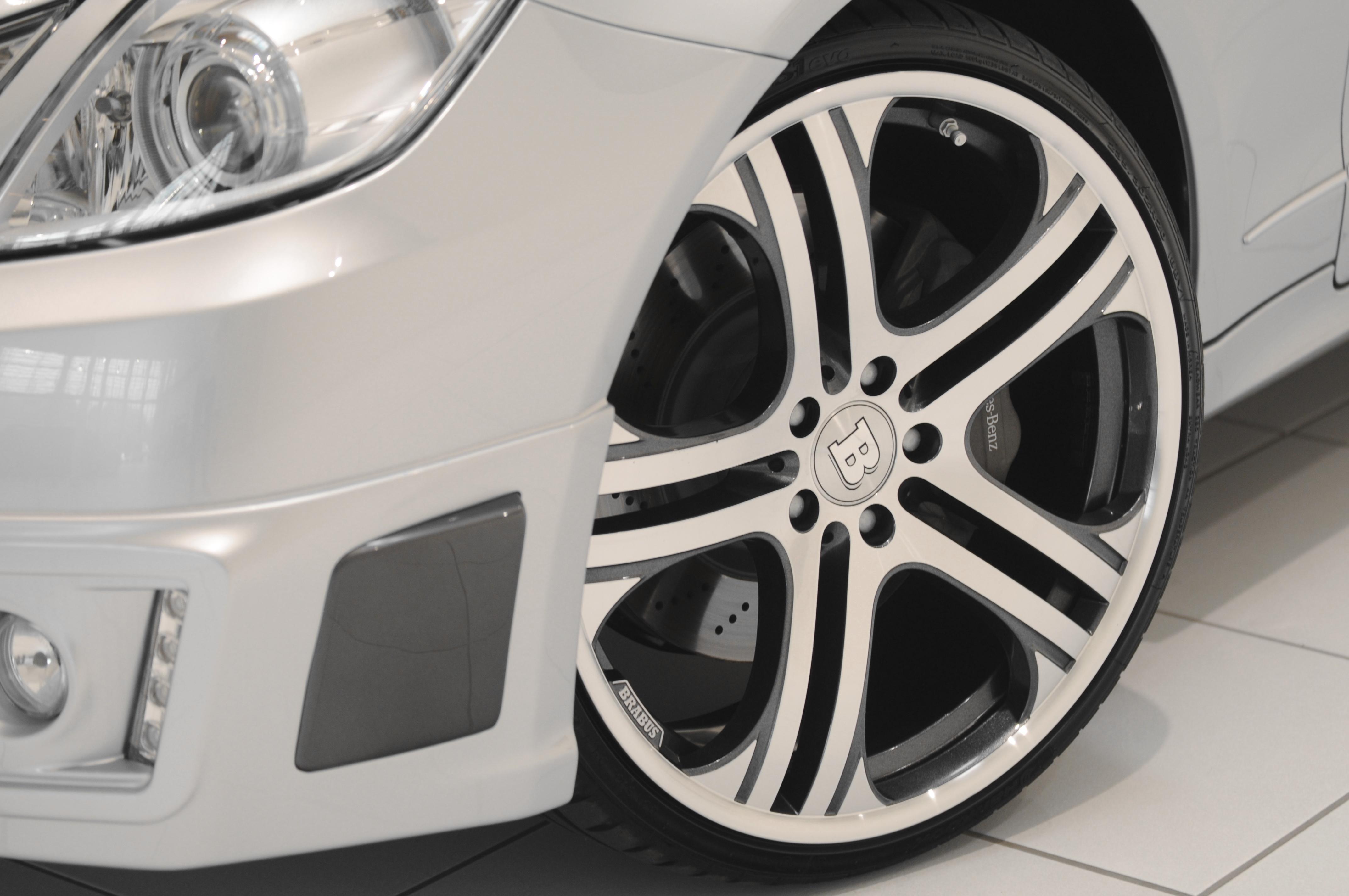 Mercedes-b09aa278.jpg