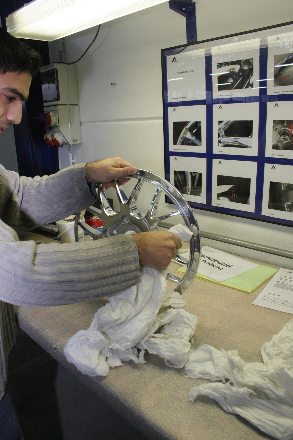 Construccion Llantas Tuning/Tuning Wheel Construction-Cargraphic_Handpolitur_kl.jpg